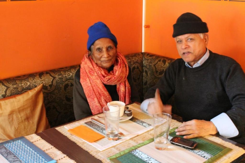 Indisches Ehepaar beim Kaffee